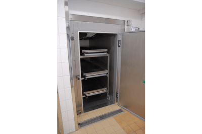 UFSK International: Mortuary Refrigeration Units with Rack Loading - image 8